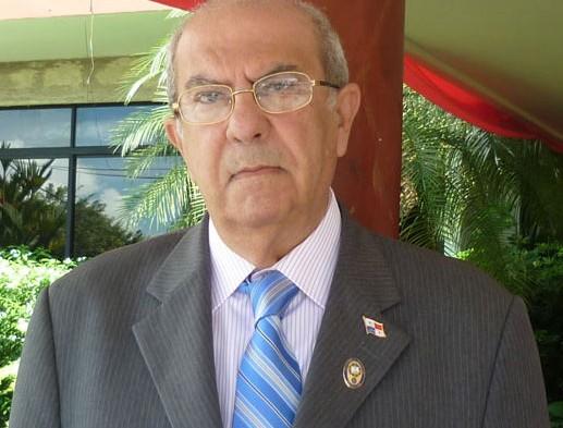 Rector de UP fue ingresado en el Hospital Jesús Nazareno de Santiago por niveles de azúcar altos.